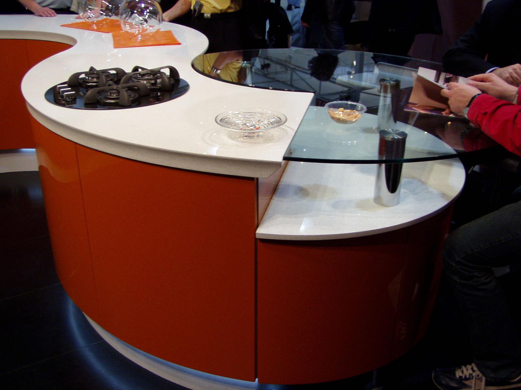 Maker en slidtstærk sten i stilrent design til den moderne køkken